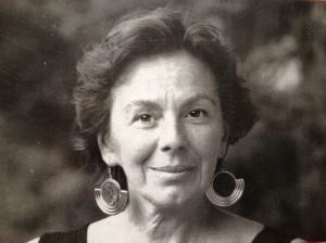 Foto en blanco y negro de la escritora y periodista Kenizé Mourad