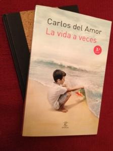 """Portada del libro de Carlos del Amor """"La vida a veces"""""""