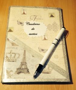 Cuaderno de sueños hecho con decoupage