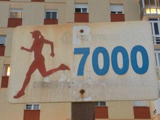 Señal de pista deportiva representado por una figura femenina.